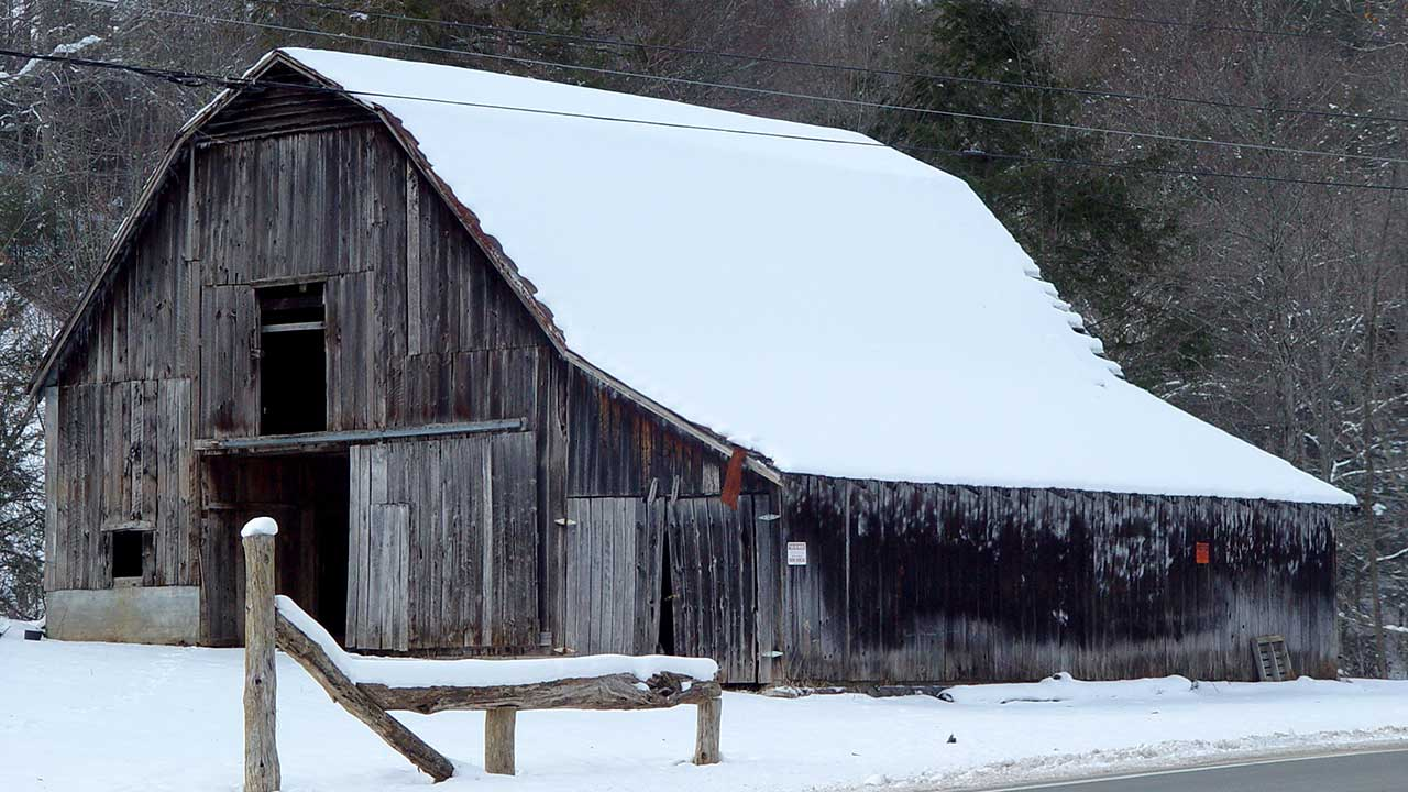 Barn-in-Snow-near-Fork-Mountain