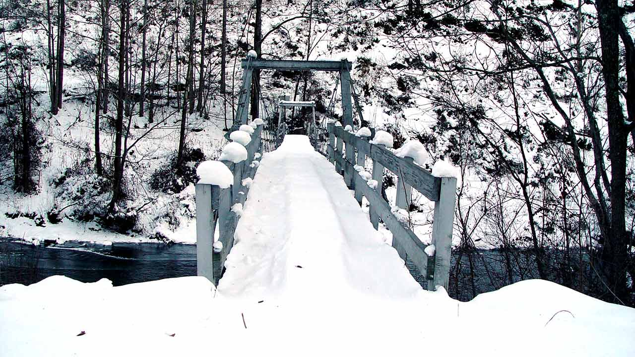 Footbridge-Near-Red-Hill