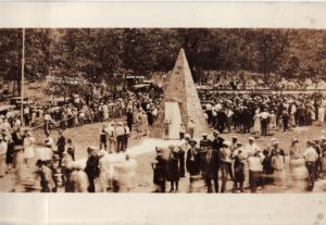 The plaque is ready to be unveiled at Gillespie Gap on July 4, 1927.
