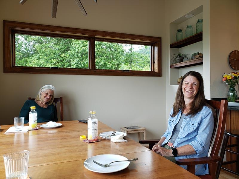 Photo of Jan Graham and Beth Ellis enjoying a meal